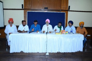 L to R -Mr Gunnat Singh-AIKCC, Mr Gunvant Patil-Setkari Sangathan, Mr Pawal Payal-CBKS,B S Mann, Chengal Reddy , Mr PPS Pangli, Mr Balwinder.