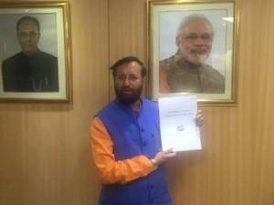 Prakash Javadekar releasing the new Bio-Medical Waste Management rules.